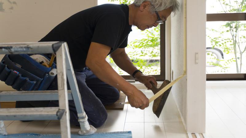 プロの技術が光る!壁紙の張り替えをプロに任せるべき理由